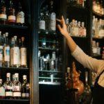 Vous ne savez pas quoi faire des verres à cocktail ? – Engagez un barman pour les cocktails